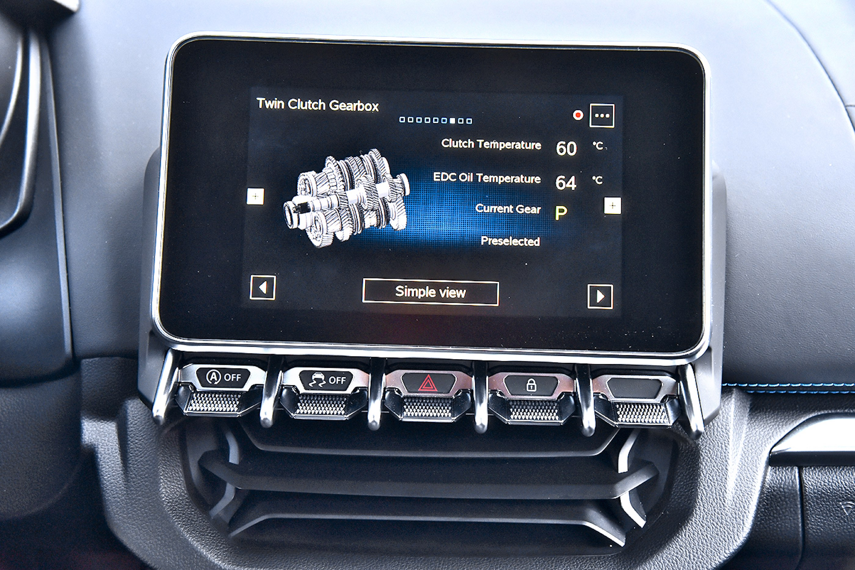 Seryjny w110S system Alpine Telemetric wyświetla liczne dane dotyczące samochodu, wtym m.in. ofunkcjonowaniu 7-stopniowej przekładni.