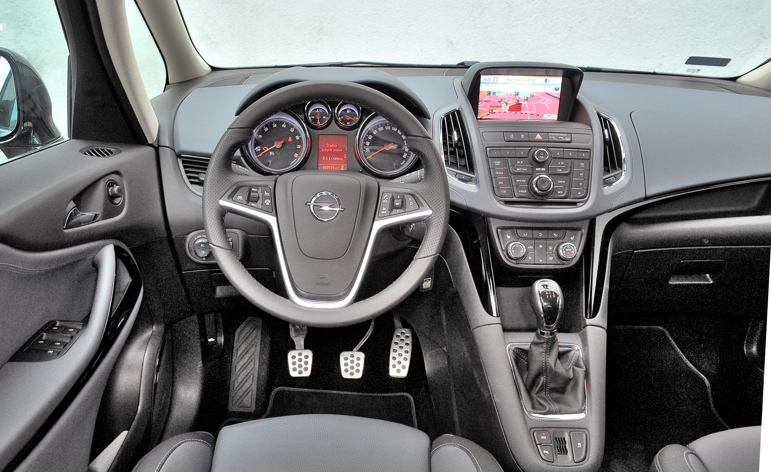 Opel-Zafira-C_3