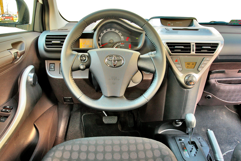 Toyota-iQ_3