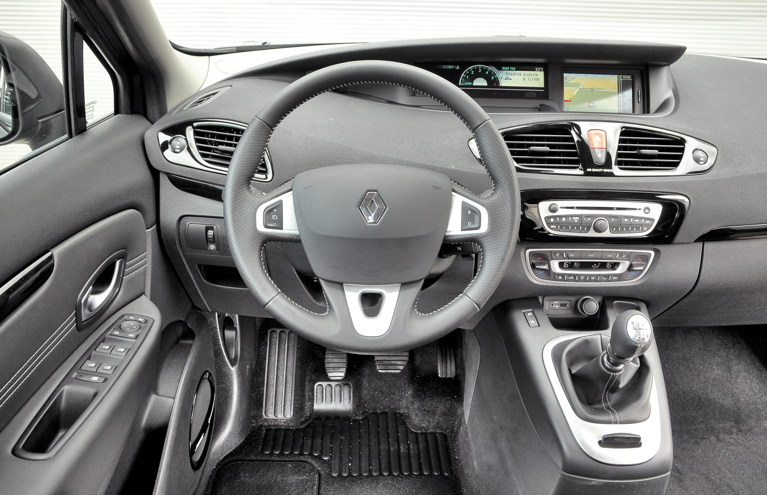 Renault-Scenic-III_3