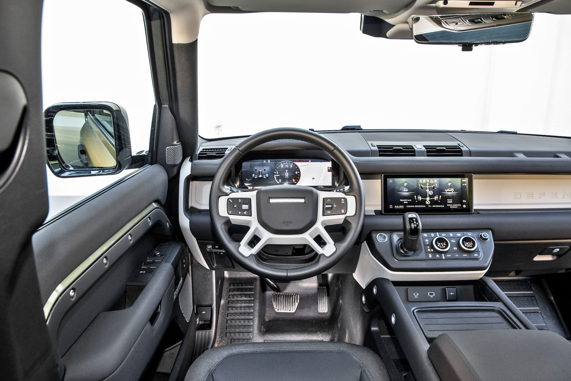 2020_Land Rover Defender_018