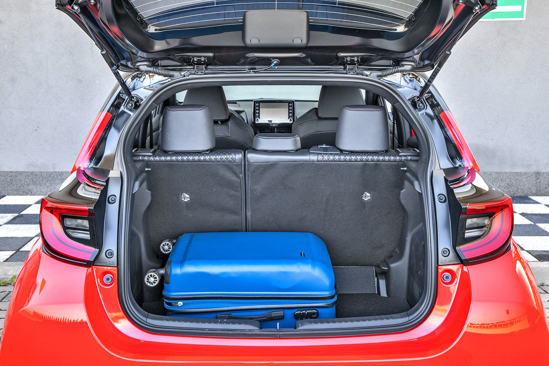 2020 Toyota Yaris Hybrid_6
